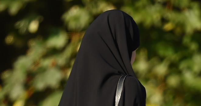 মুসলিম হলেন কানাডার জনপ্রিয় মডেল রোজি, জানালেন ইসলামগ্রহণের কারণ
