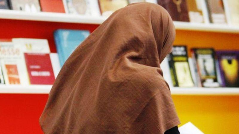 দক্ষিণ সুইডেনে হিজাববিরোধী আইন, প্রতিবাদ করছেন অমুসলিম নারীরাও